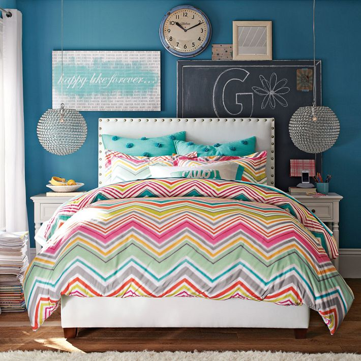 Girls bedding bedroom design for Zig zag bedroom ideas