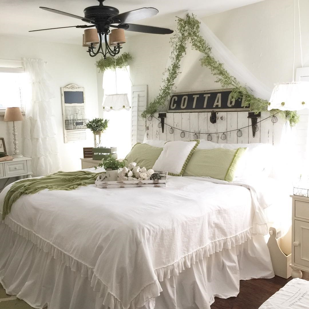 Farmhouse decorating ideas design decor for Farmhouse style bed